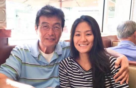 父�H�F在的生活已�恢�土苏�常,他��分�x25年,因��z影而再次相遇。女孩�X得能�蛟俅握一馗赣H是很幸�\的事。
